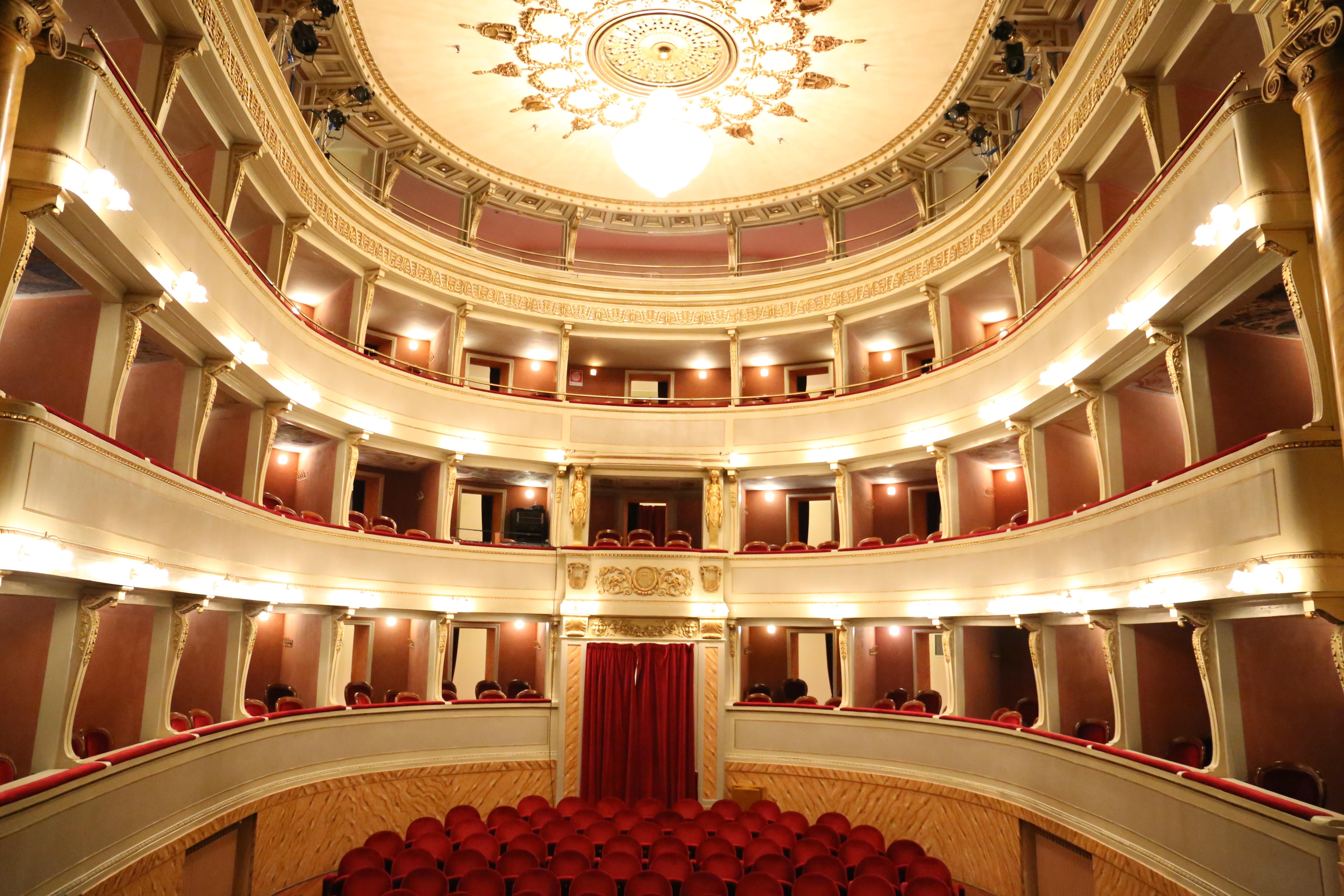b1bf5f69210a Affitto del Teatro